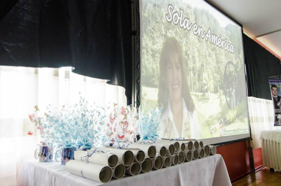 El salón con la pantalla gigante el dia del bautizo de mi Blog.