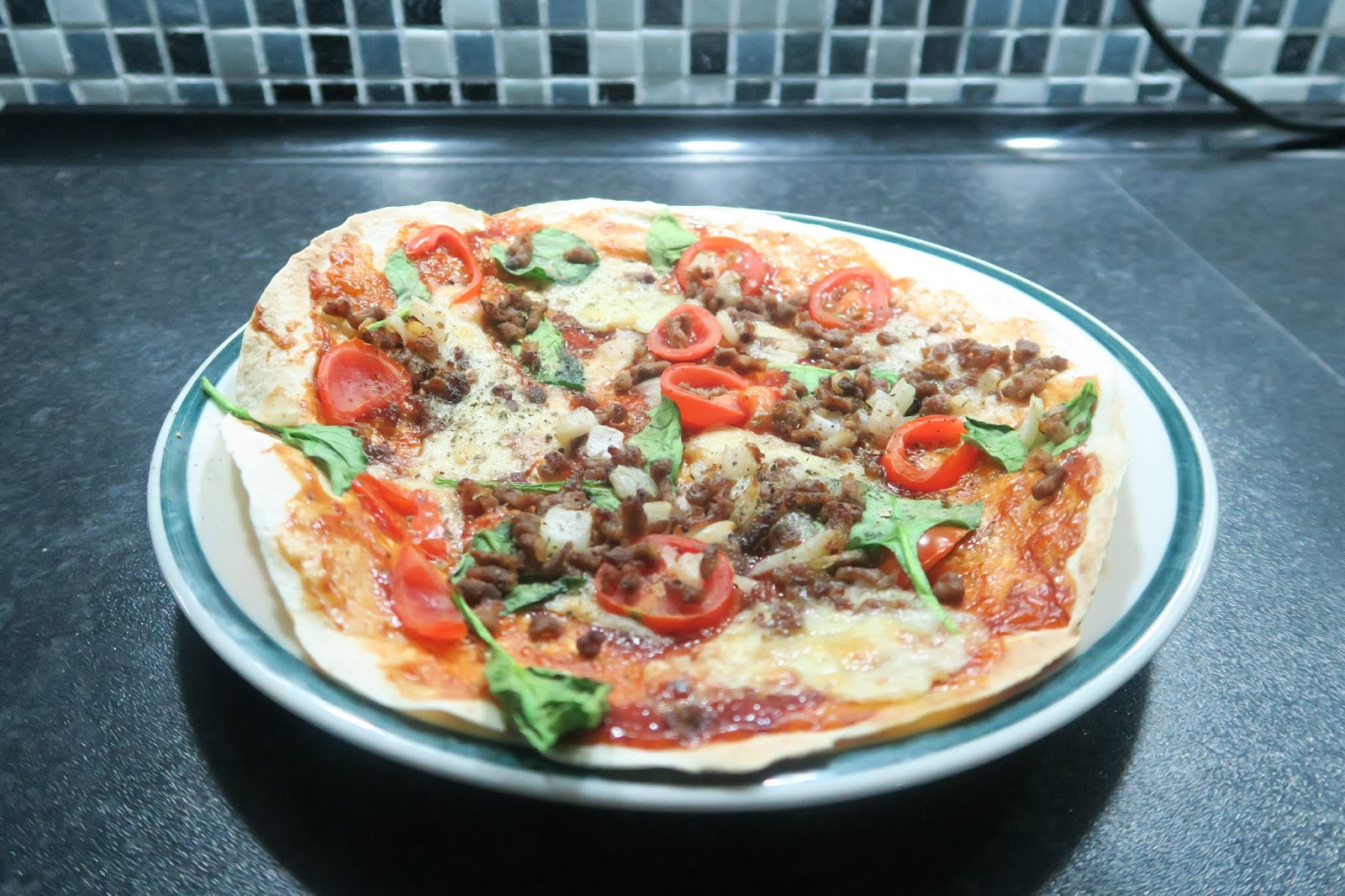 joe wicks, get lean in 15 minutes, tortilla pizza, how to, best tortilla pizza recipes, healthy dinner options, healthy pizza, losing weight, diet menu, spinach, tomatoes, how to lose weight