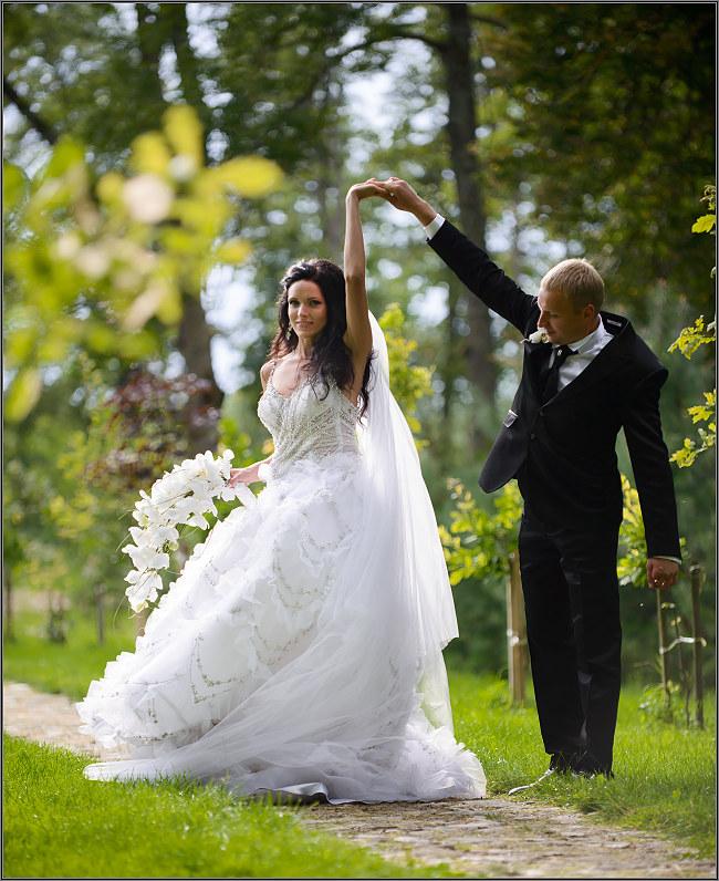romantiška vestuvinė fotosesija gamtoje
