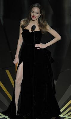 angelina jolie y su vestido negro largo en los oscars 2012