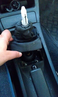 gear shift knob dismount