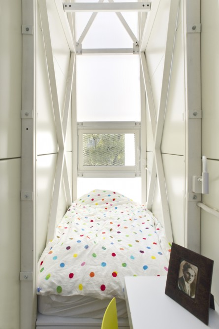 Picture of narrow bed in the world's narrowest house