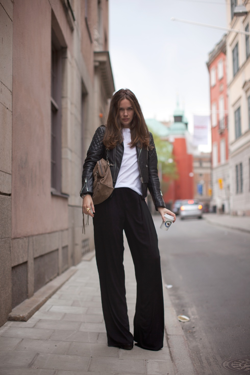 Old Navy offers black pants for women in trousers, chinos, dress capris, khakis and more. Our women's black pants are the classic design that can be worn for almost any occasion. Our large assortment of styles and sizes give you the ability to find a pair of women's black pants .