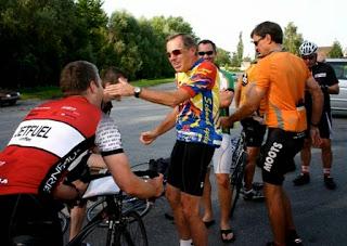 cyclists, camaraderie