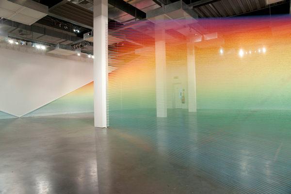 建物の中に虹を作るGabriel Daweさんのアートが素敵
