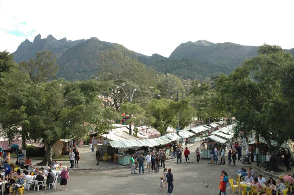 Feirinha do Alto em Teresópolis dá exemplo de solidariedade