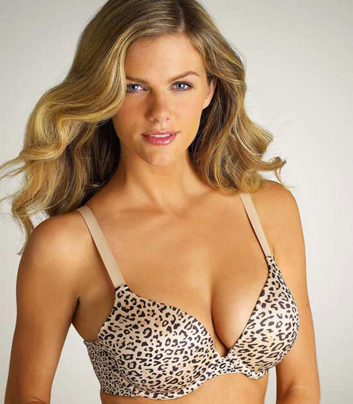 A beautiful Sports Illustrated model Brooklyn Decker not