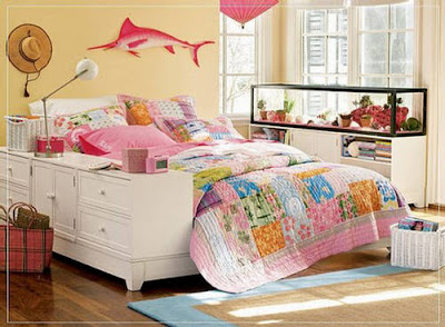 Teen girls bedroom with cute furniture for Cute chairs for teenage bedrooms