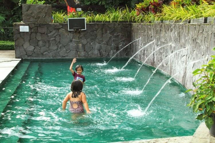 Kolam Renang Air Hangat Untuk Anak