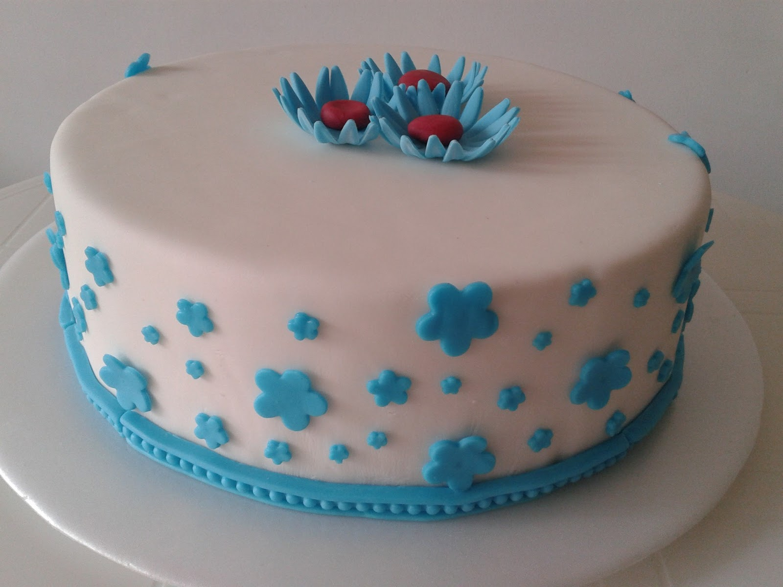 Dulces Experiencias Repostería: Tortas decoradas en fondant
