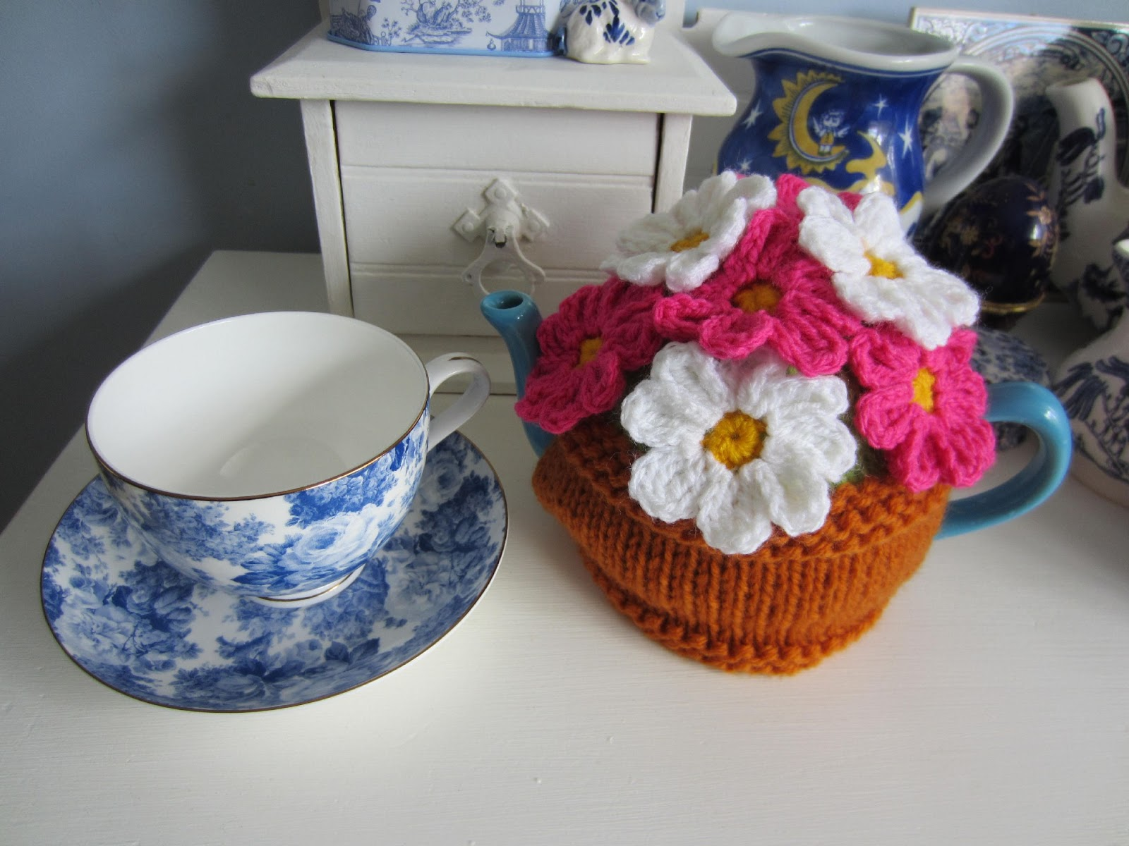 Justjen-knits&stitches: Flower Pot Tea Cosy