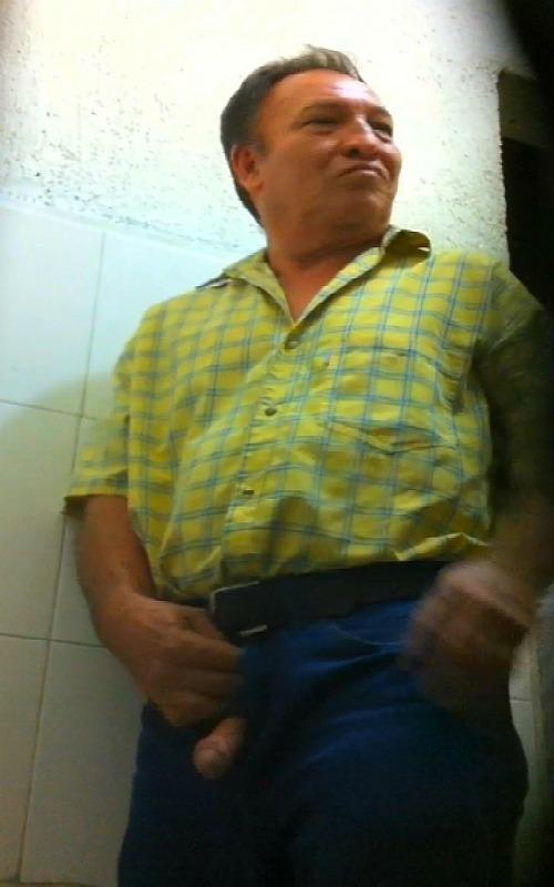 Bultos De Hombres Maduros