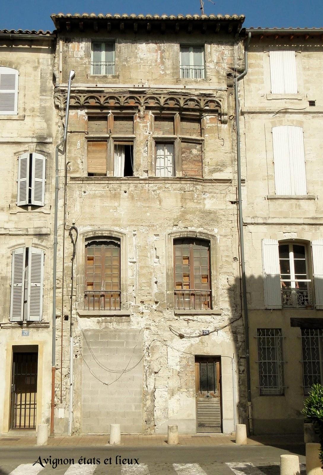 impressions d 39 avignon la maison gothique de la rue grande fusterie. Black Bedroom Furniture Sets. Home Design Ideas