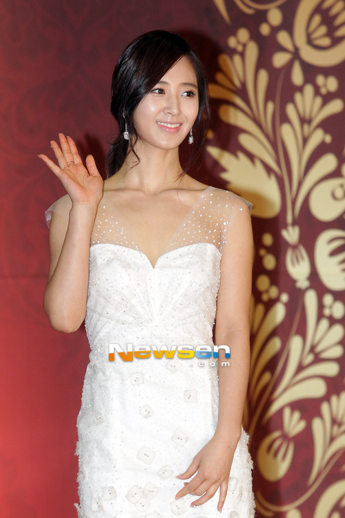 Yuri en los SBS Drama Award 2012 Ssnd+yuri+2012+sbs+drama+awards+red+carpet+(7)