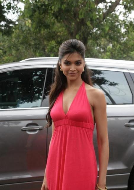 Deepika Padukone Photos - HIGH RESOLUTION PICTURES