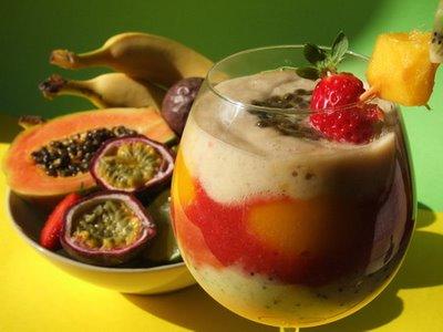 Godiamoci la frutta fresca con frullati, centrifugati, frappè...