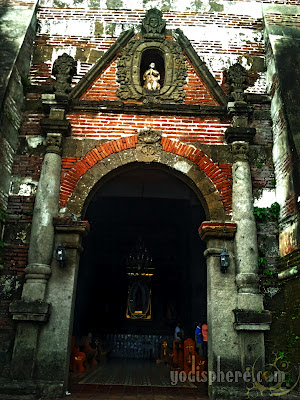 Details of the Nagcarlan Church side entrace showing pillars and arc