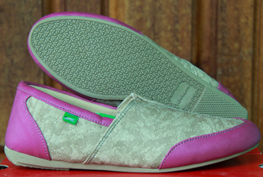 Beredar Banyak Daftar Bandrol Sepatu Kickers Kepada Perempuan Diinternet Elegan Yang Perangkat Original Ataupun Abal Dengan Kata Lain KW