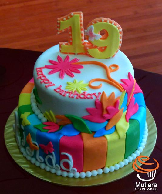 Mutiaracupcake blogspot com 2011 02 modern cake for ainaa amirah html
