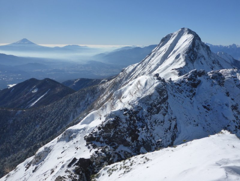 山と兎: 気分最高! 冬晴れの八...