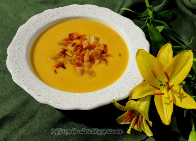 Creamy pumpkin soup with blue cheese