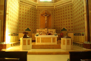 Presbiterio spazio riservato ai sacerdoti,preti, vescovi per le liturgie religiose
