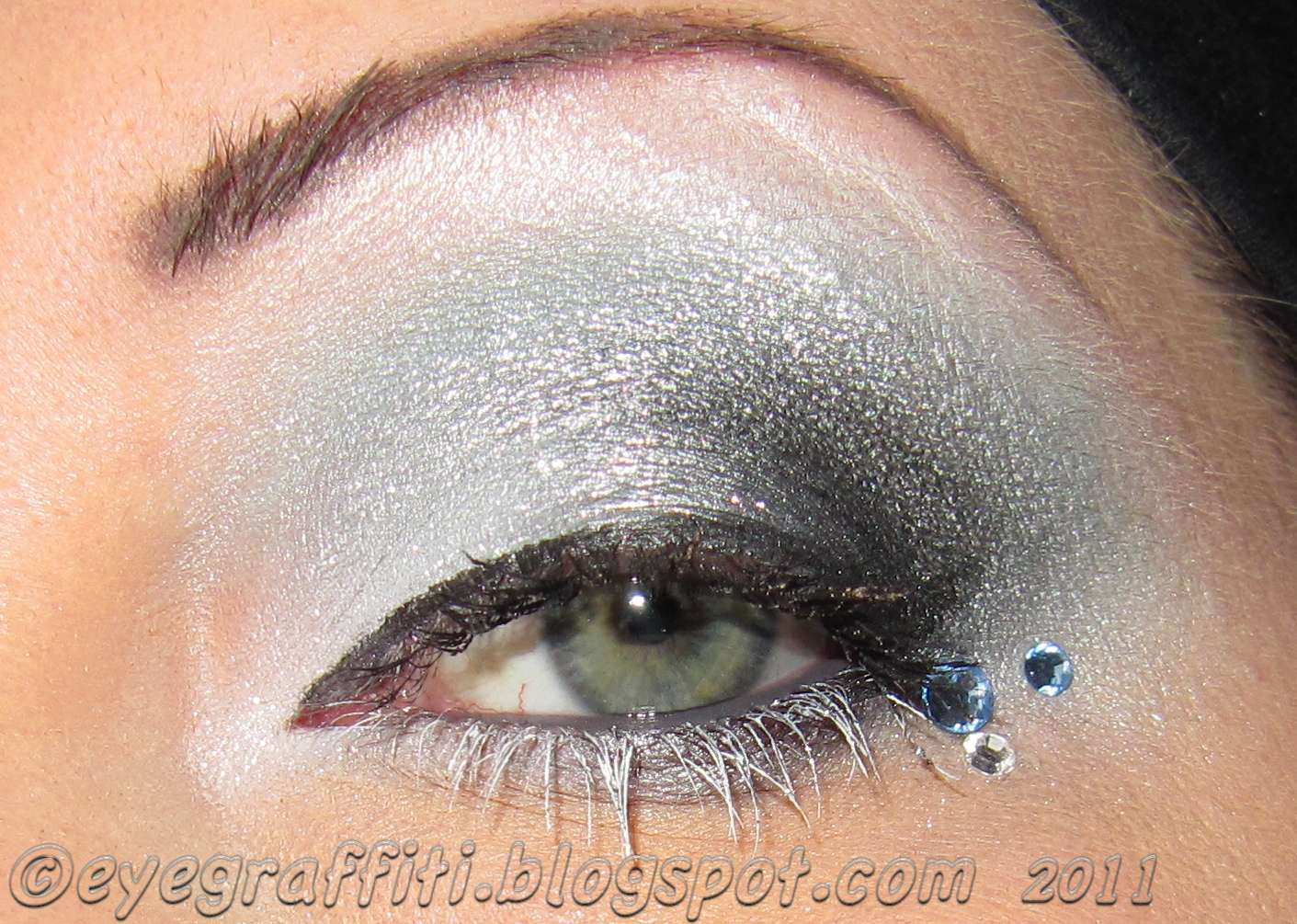 Sterling silver eye make up