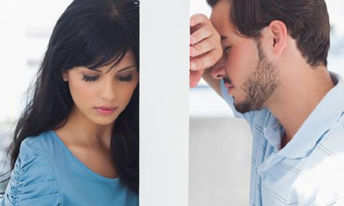 5 Signs You are Emotionally Unavailable,sad man woman couple break up