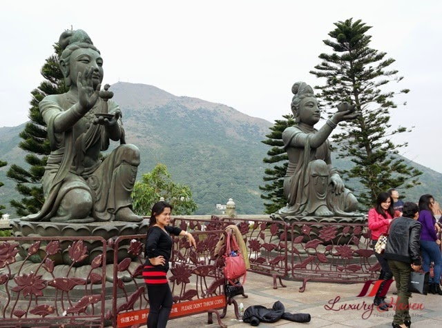 tian tan buddha offering of six devas