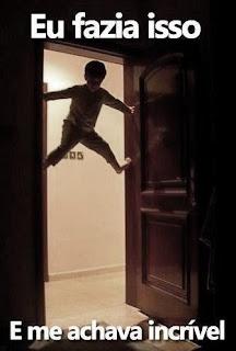 ... de Brincadeiras de criança no quarto sem brinquedos