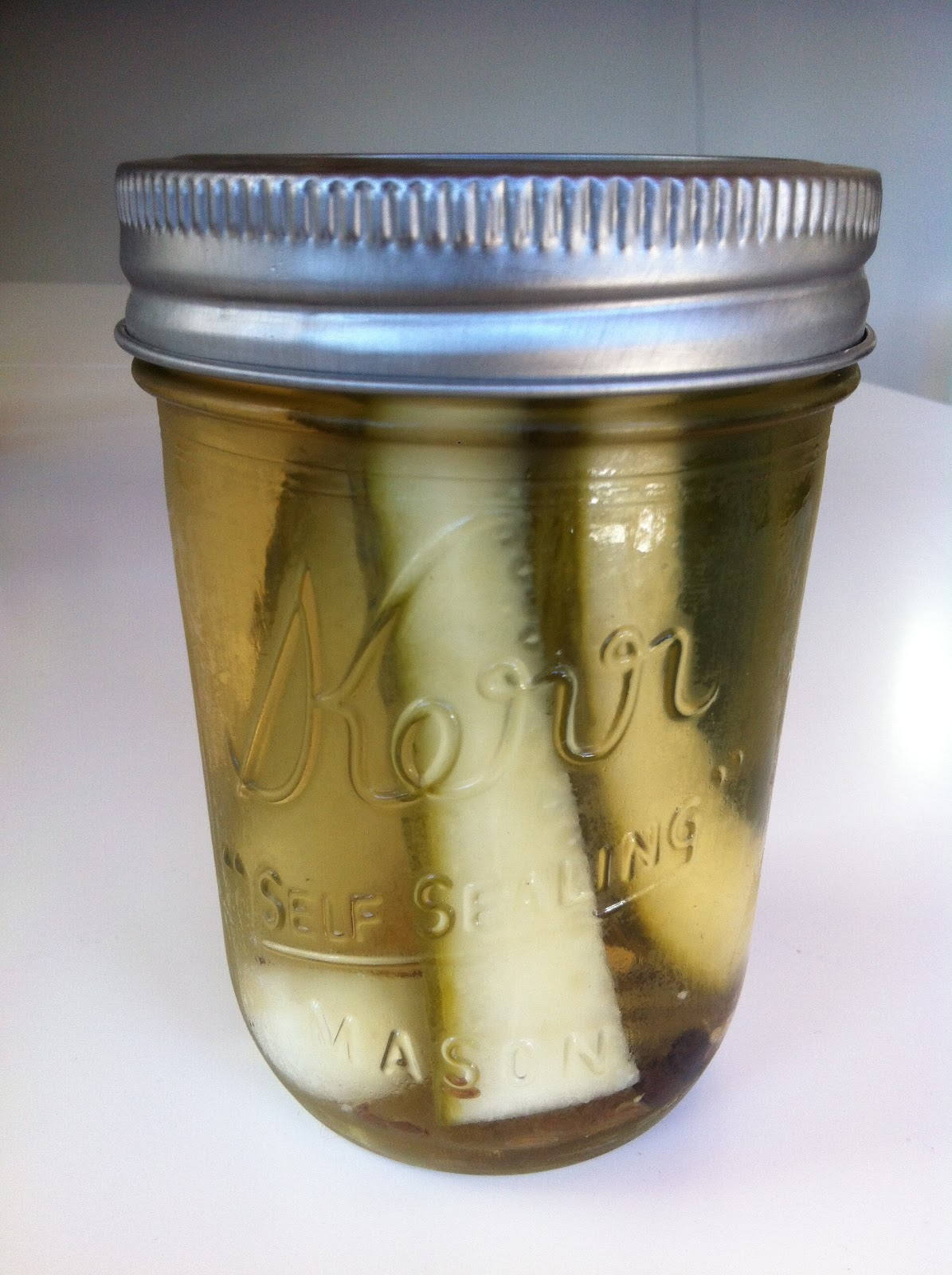 Weekday Gourmet: Recipe (Re)creation: Homemade Refrigerator Pickles