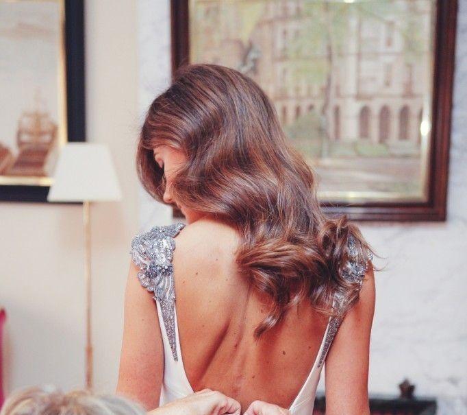 Ya viene la novia novias con pelo suelto for Recogido castana