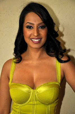 Kashmira Shah boobs yellow
