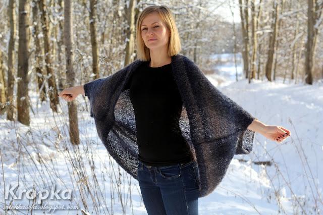 Ręcznie zrobiony sweter-kardigan z odpowiednio zszytego prostokąta