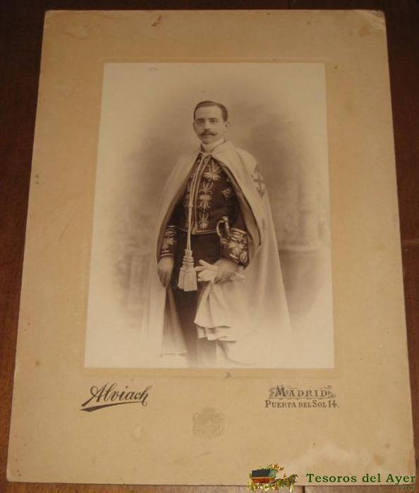 Caballero con uniforme del Cuerpo Colegiado de la Nobleza de Madrid