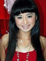Dewi Persik Seksi ( Artis Hot 2011 )