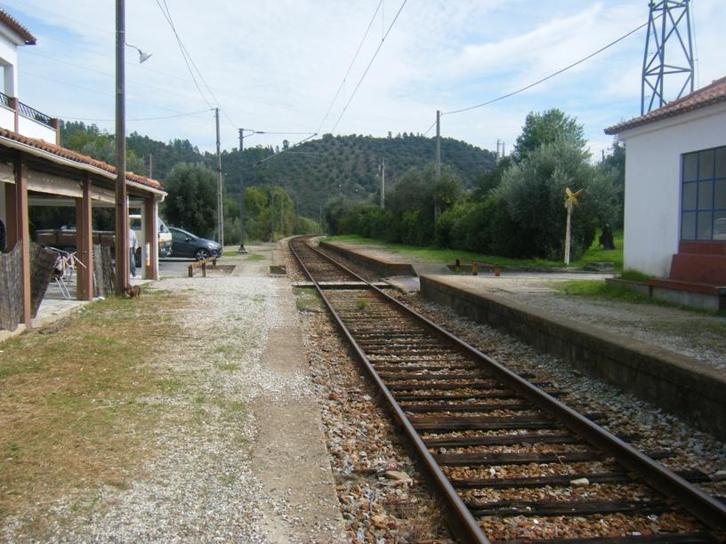 Estação da Barragem de Belver, Linha férrea e Snack bar