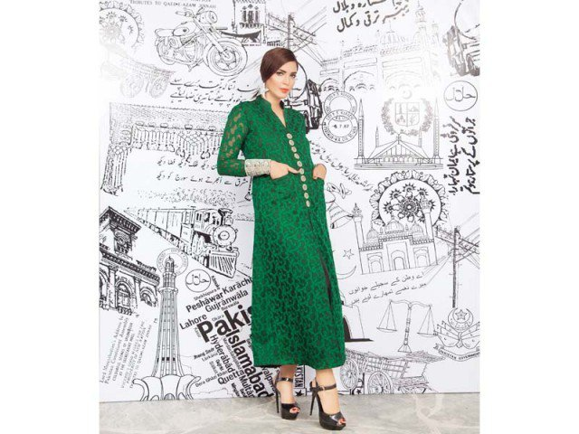 Green Bleed...... ish, I titled this article, because here few images will describe green color, in past days, August 14 of 2015, Pakistan, and Pakistani Nation as well as celebrated 68th independence. On the special event of independence day Zainab Chottani displayed latest collection, so now its upon you to celebrate 68th liberty day with Green Bleed.  Photgraphs by Rohail Khalid.