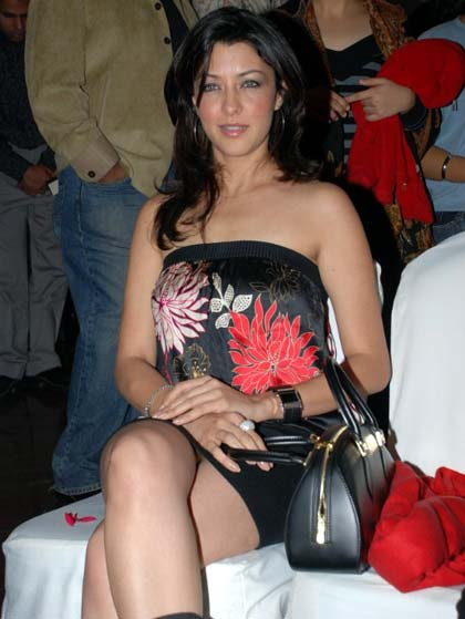 Very hot pakistani actress sofia ahmed scandal clear urdu - 1 part 6
