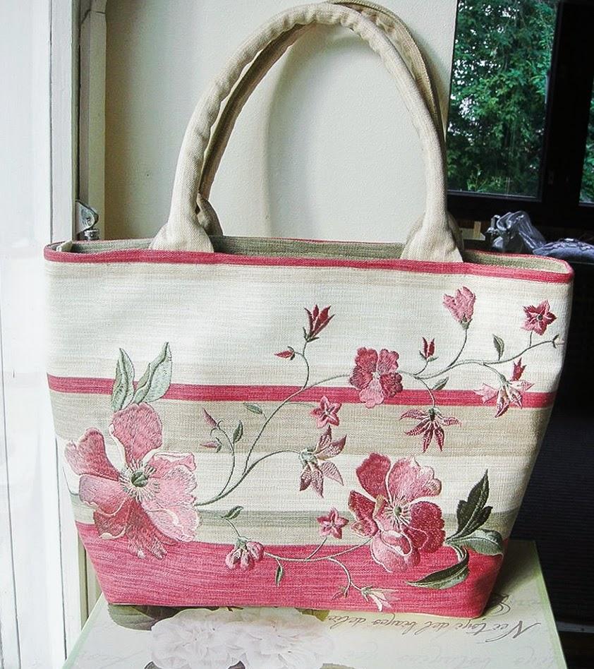 Вышивка на сумке из льна