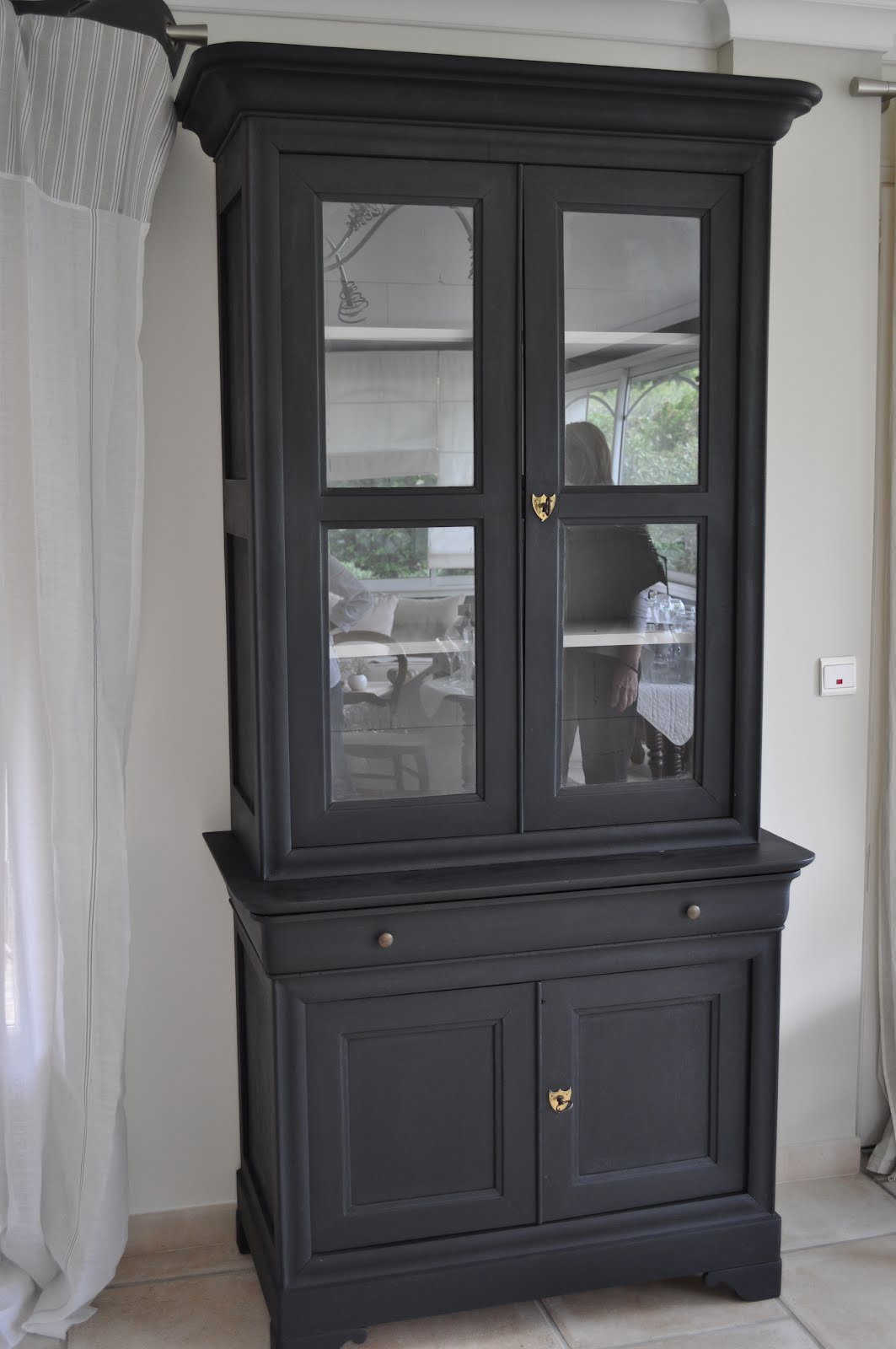 meuble ancien peint en noir top chez ebeniste meubles. Black Bedroom Furniture Sets. Home Design Ideas