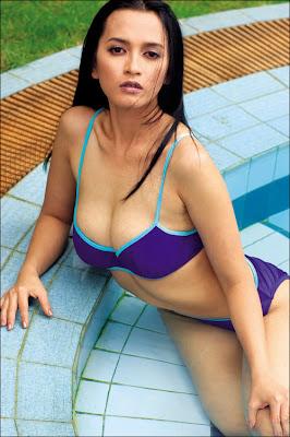 Hollywood actress hot Tina Azhara in hot bikini