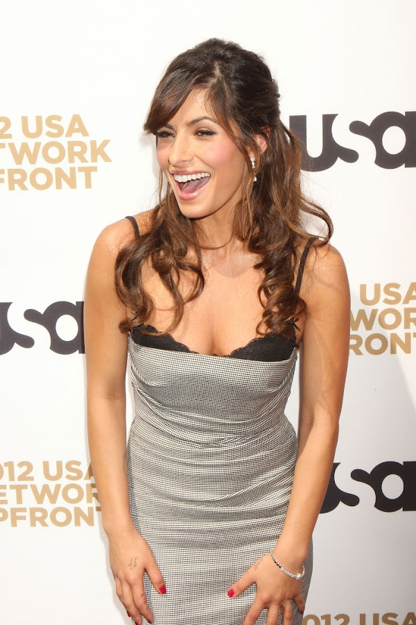 SARAH SHAHI slimes at for photographers