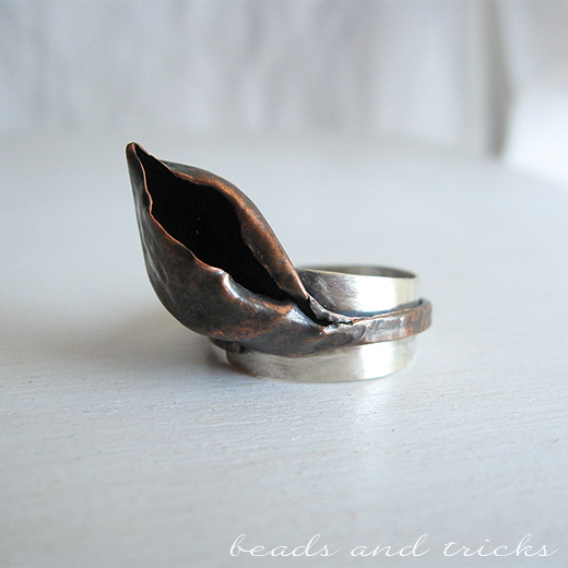 Anello in rame forgiato a mano con base in argento 800