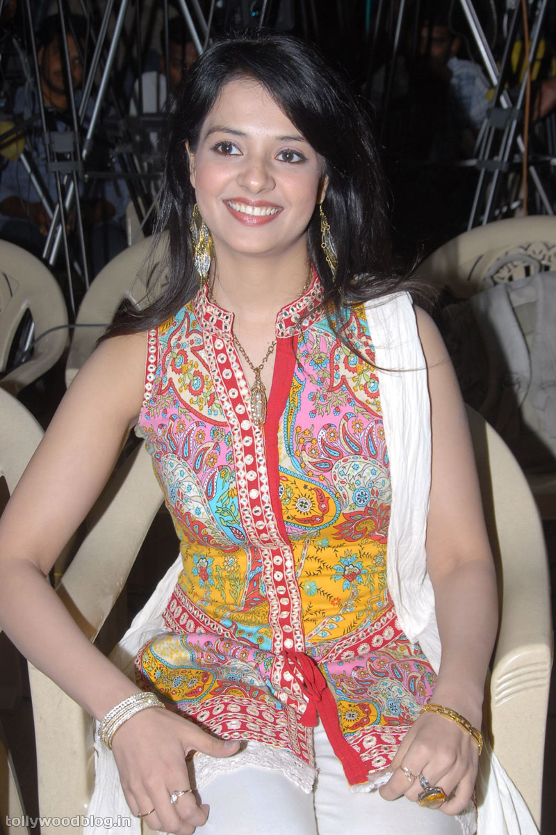 Saloni - Saloni Pics from Santhosam Awards