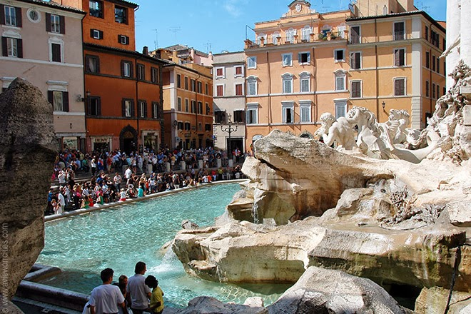 Crowds-at-the-Trevi-Fountain