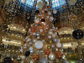Weihnachtsdekoration, Weihnachtsbaum, Galeries Lafayette Paris, Dezember 2015
