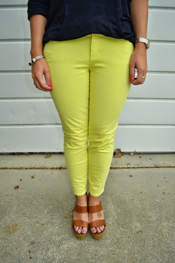 yellow jeans, nevada fashion blogger