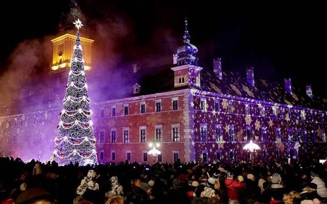Christmas trees around the world ye kya chutiyapa hai