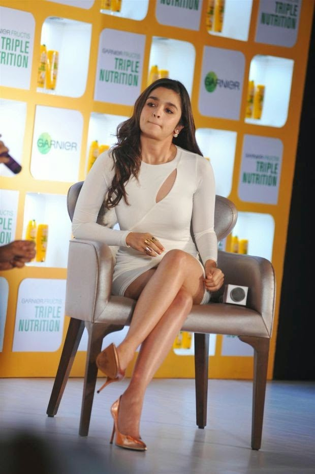 Alia Bhatt Looking Hot in mini Skirt, Alia Bhatt Hot Kisser wallpaper